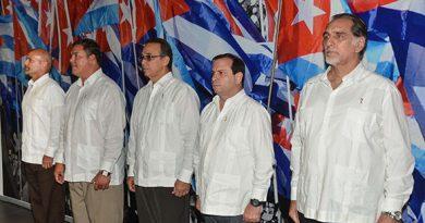 Los Cinco reciben el carné del Partido Comunista de Cuba